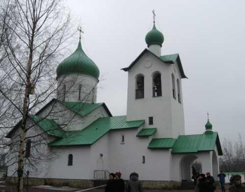 средняя зарплата косметолога в москве и других городах россии в 2018